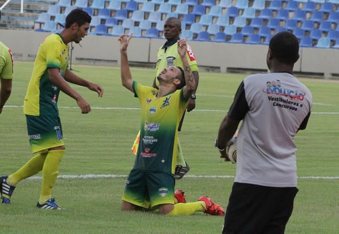 Klinsmann comemora gol pelo São José (MA) contra Maranhão (Foto: De Jesus / O Estado)