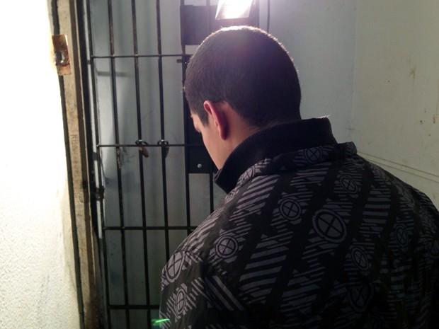 Suspeito de assaltar equipe de TV em Guarujá se entregou à polícia e foi preso (Foto: Mariane Rossi/G1)