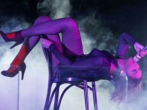 Beyonce em performance na música 'Drunk In Love' no Grammy (Foto: Mario Anzuoni/Reuters)