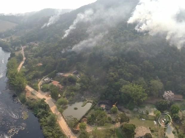 Fogo na serra do Japi, em Jundiaí (Foto: Reprodução/TV TEM)