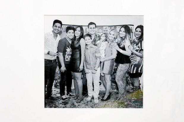 Foto de momento raro da família: Pedro Leonardo e seus seis irmãos (Foto: Celso Tavares/EGO)