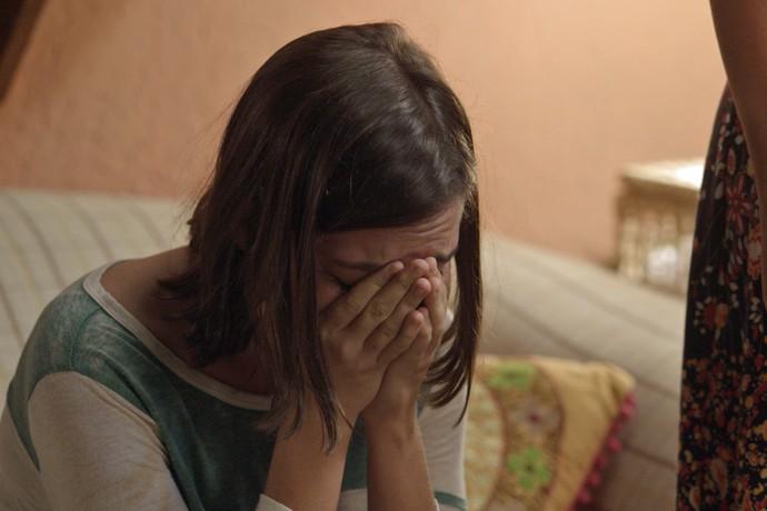 Janaína sofre ao ser expulsa de casa (Foto: Tv Globo)