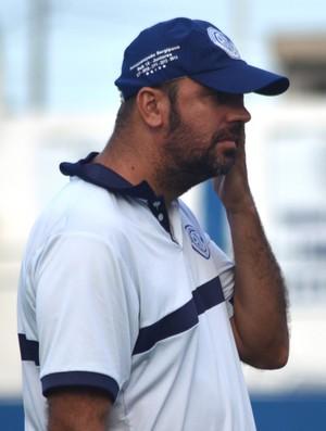 Alan Dotti, auxiliar-técnico do Confiança (Foto: Felipe Martins/GloboEsporte.com)