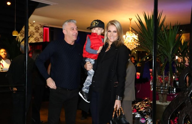 Ana Hickmann e família (Foto: Manuela Scarpa/Brazil News)