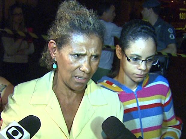 Mãe e filha contam que sentiram medo quando foram rendidos por trio armado (Foto: César Tadeu/EPTV)