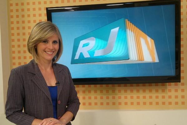 Kênia Pinheiro é apresentadora do RJTV 1ª Edição desde 2008 (Foto: Divulgação TV Rio Sul)