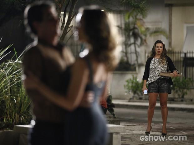 Detinha surpresa ao saber quem é a amada de Abelardo (Foto: Inácio Moraes / TV Globo)