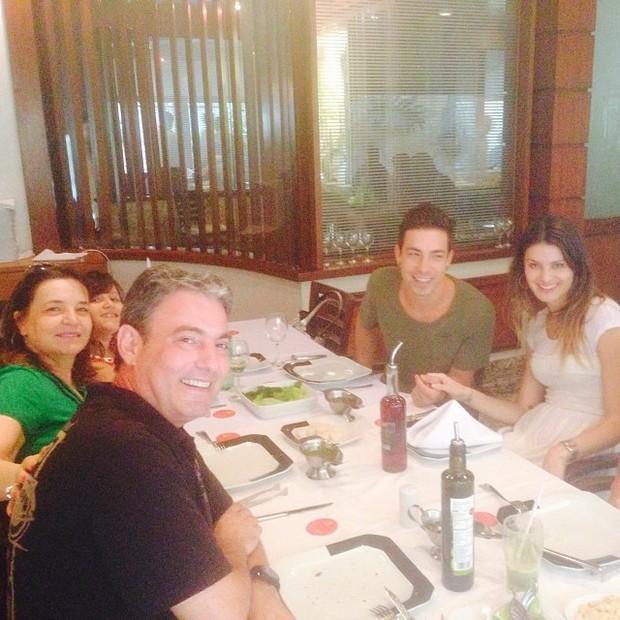 Di Ferrero almoça em familia (Foto: Instagram / Reprodução)