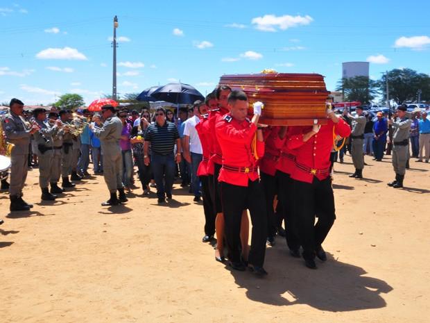 Corpo do ex-governador da Paraíba e ex-prefeito de João Pessoa Dorgival Terceiro Neto, é enterrado em Taperoá (Foto: Kleide Teixeira/Secom-PB)