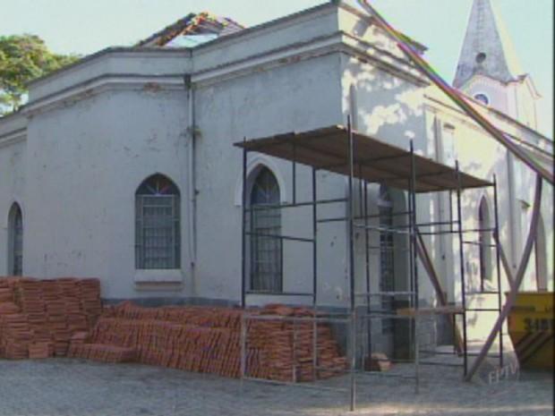 Igreja em São Pedro, SP (Foto: Reprodução EPTV)