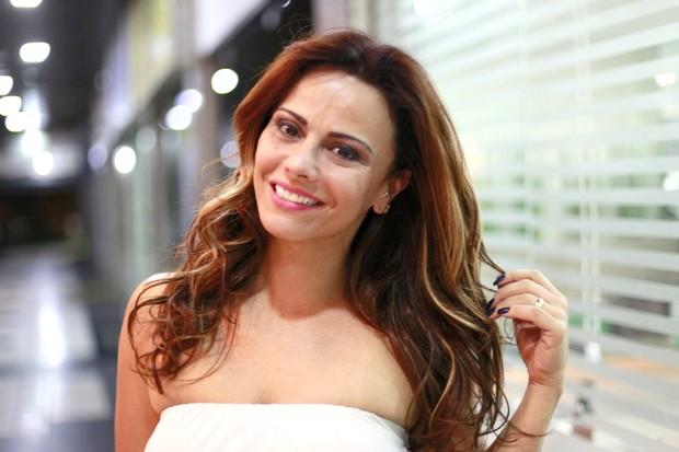 Viviane Araújo em salão de beleza no Rio de Janeiro (Foto: Isac Luz/EGO)