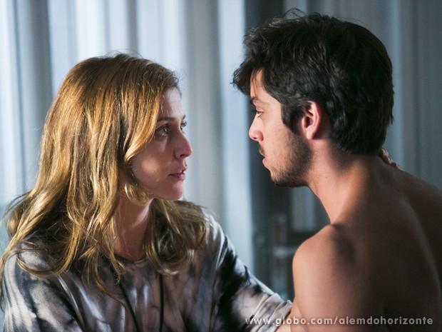Paulinha afasta Marlon e diz que eles são apenas amigos (Foto: Felipe Monteiro/TV Globo)