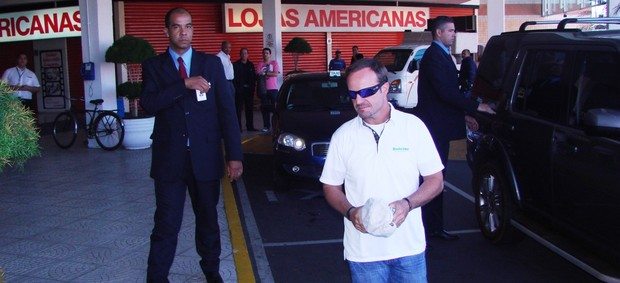 Rubinho Barrichello chegando em Taubaté (Foto: Filipe Rodrigues/ Globoesporte.com)