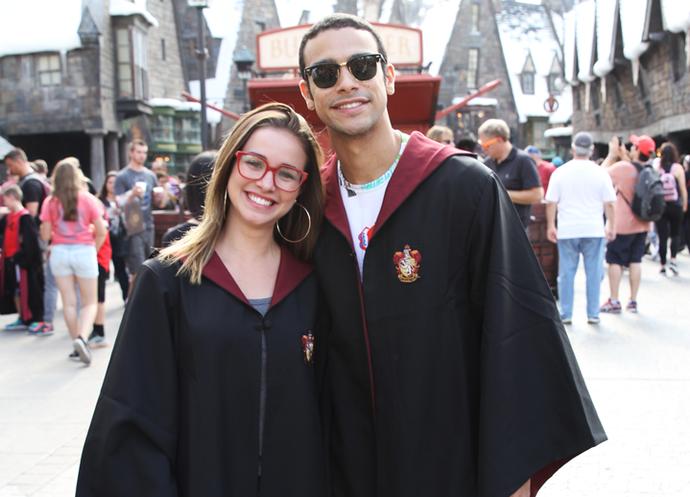 Laryssa Ayres e Sérgio Malheiros aproveitam universo do Harry Potter (Foto: Letícia Souza/Gshow)