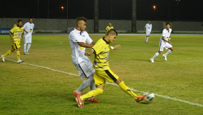 Santana teve três expulsões e terminou a partida contra o Santos-AP com 8 em campo  (Foto: Gabriel Penha/GE-AP)
