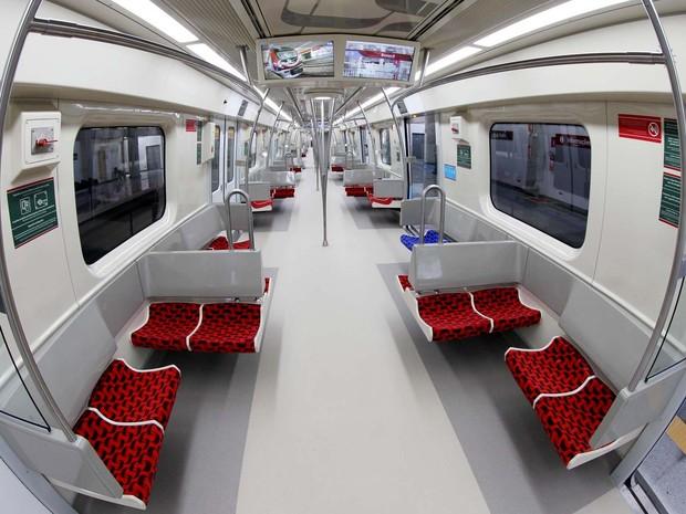 Parte interna do trem do metrô em Pirajá, na capital baiana (Foto: Manu Dias/GOVBA)