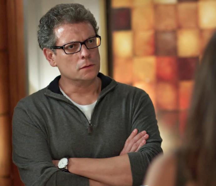Miguel fala sério com a filha (Foto: TV Globo)
