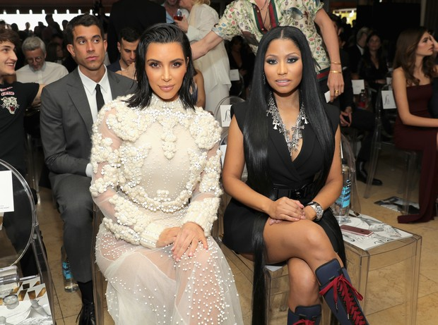 Kim Kardashian e Nicki Minaj no Los Angeles Fashion Awards (Foto: Getty Images)