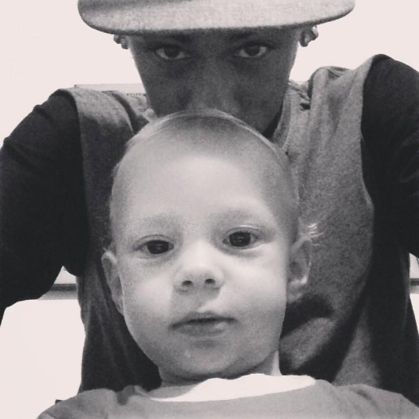 Neymar posa com o filho Davi em foto de Instagram - Quem  c77688294e86e
