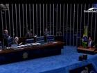 Magno Malta canta 'Deu pra ti' ao final de discurso e arranca risos no plenário