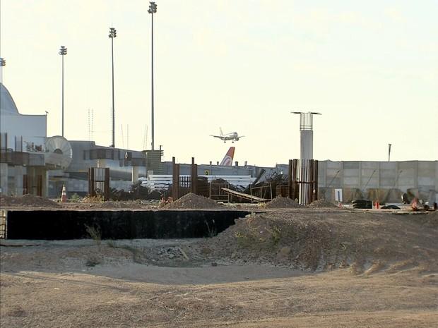 Obras de ampliação do Aeroporto Pinto Martins, em Fortaleza, seguem paradas (Foto: TV Verdes Mares/Reprodução)