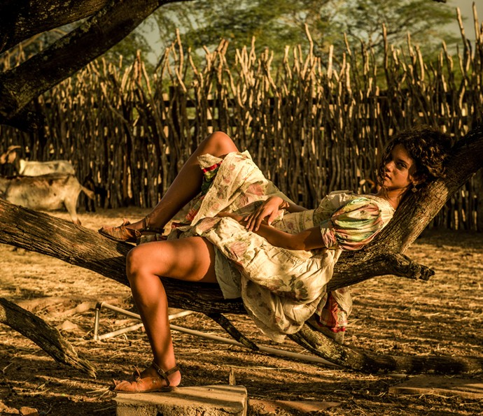 Atriz chama atenção do público por beleza (Foto: Caiuá Franco/ Globo)