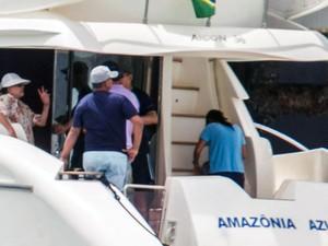 Dilma passeia de lancha com a família no litoral da Bahia (Foto: Ed Ferreira/Estadão Conteúdo)