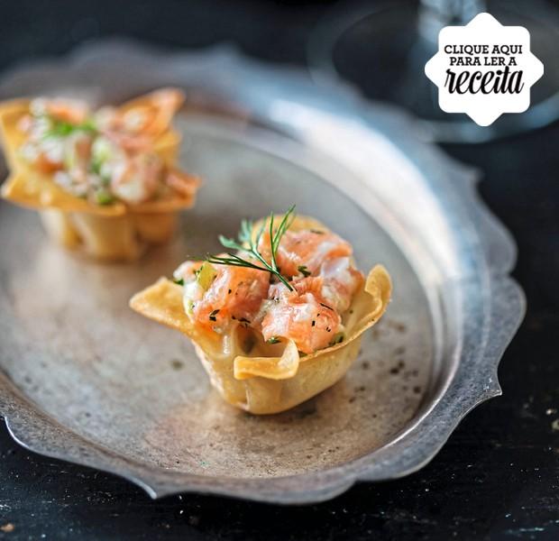 O tartar de salmão é servido em cestinhas feitas com massa de wonton (tipo de pastel chinês) (Foto: StockFood /Great Stock!)