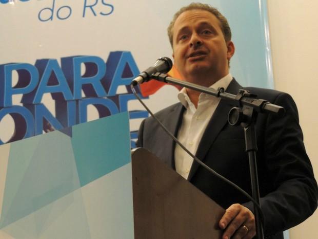 Eduardo Campos discursou a prefeitos do Rio Grande do Sul em evento em Porto Alegre (Foto: Rafaella Fraga/G1)