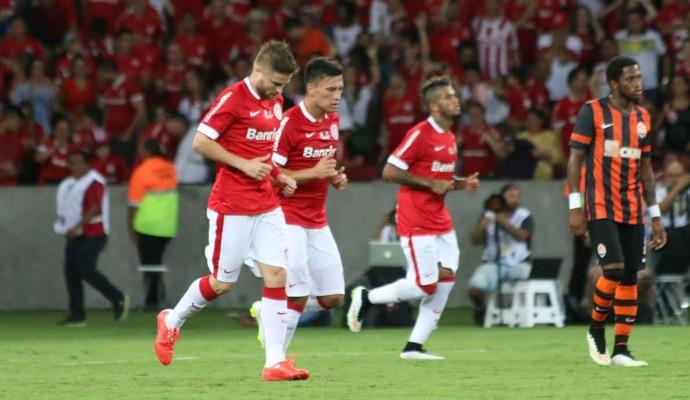 Aránguiz anotou o gol colorado no segundo tempo (Foto: Diego Guichard/GloboEsporte.com)