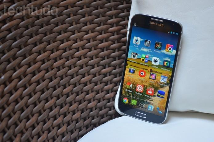 Galaxy S4 tem bateria de 2.600 mAh (Foto: Luciana Maline/TechTudo)