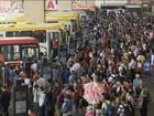 Brasileiros se submetem diariamente a teste de paciência em filas pelo país