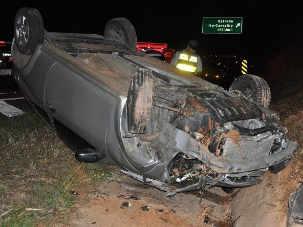 Policiais que fariam escolta de seleção foram atingidos por um veículo (Foto: Fernando de Souza/Staff News)