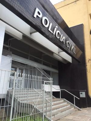Depoimentos são tomados na 4ª Delegacia de Polícia de Porto Alegre (Foto: Tatiana Lopes)