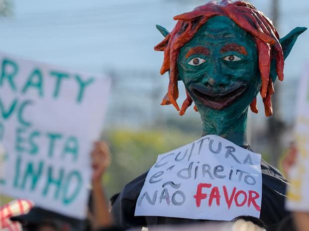 Manifestação reuniu centenas pelas ruas da cidade no sul do Rio (Foto: Flavio Moraes/G1)
