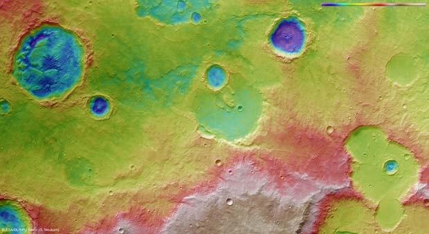Imagem colorida evidencia topografia do solo de Marte. (Foto: ESA/DLR/FU Berlin (G. Neukum))