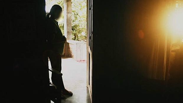 Monica voltou para as Filipinas e agora está com o marido  (Foto: BBC)