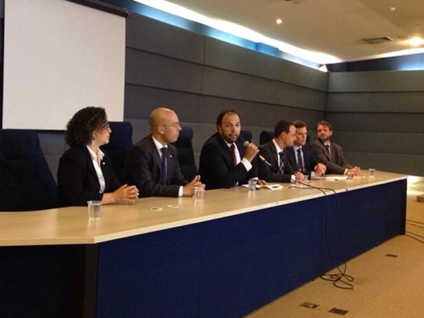 Membros da PF, do Cade e do Ministério Público em coletiva (Foto: Gabriel Luiz/G1)