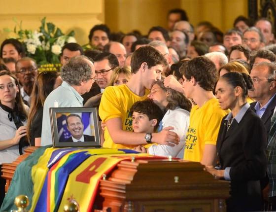 Marina Silva (PSB) vela o aliado Eduardo Campos após morte trágica em acidente  (Foto: Fernando Frazão/Agência Brasil)