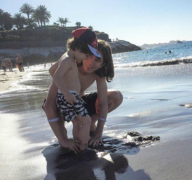 Filipe Luis na praia