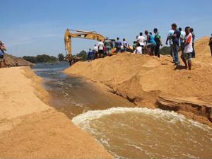 Prefeitura abriu canal na Boca da Barra (Foto: Reprodução/ TV Gazeta)