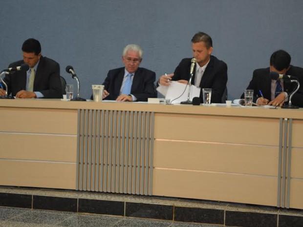 Comissão pede a cassação do mandato dos dois vereadores presos (Foto: Rogério Aderbal/G1)