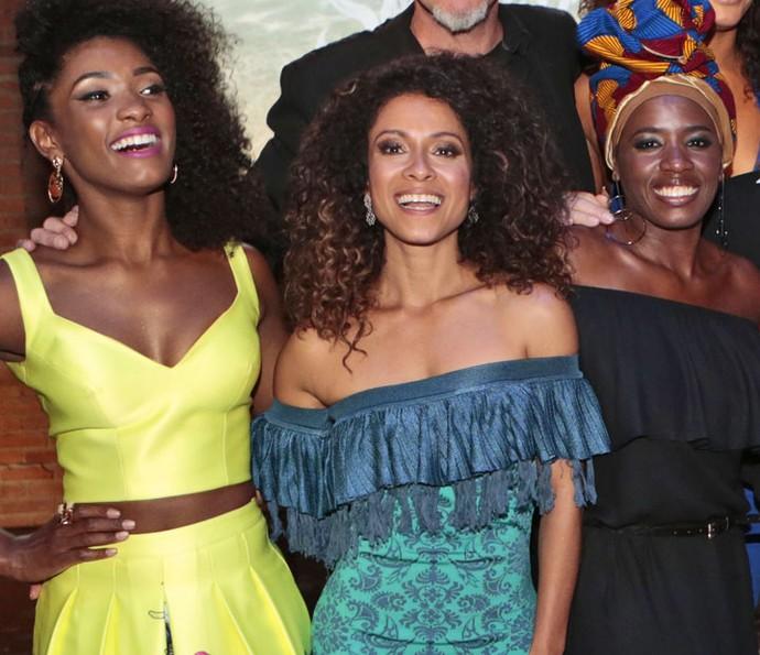 Erika Januza, Cinara Leal e Tatiana Tibúrcio são as caiçaras Julia, Vanda e Chica (Foto: Felipe Monteiro/Gshow)