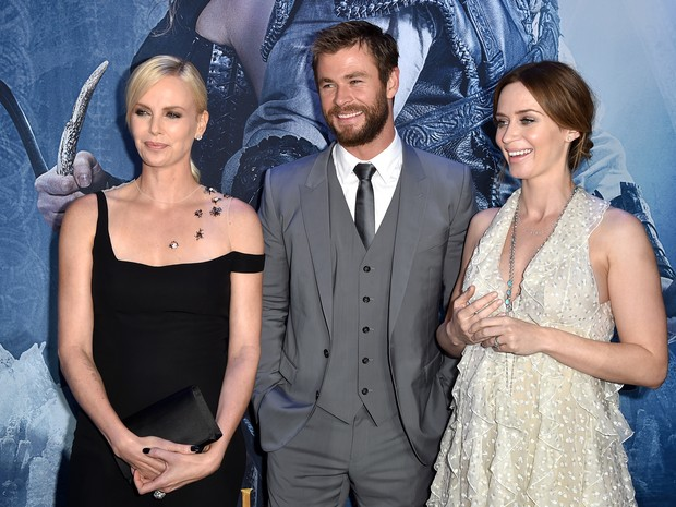 Charlize Theron, Chris Hemsworth e Emily Blunt em première em Los Angeles, nos Estados Unidos (Foto: Kevin Winter/ Getty Images/ AFP)