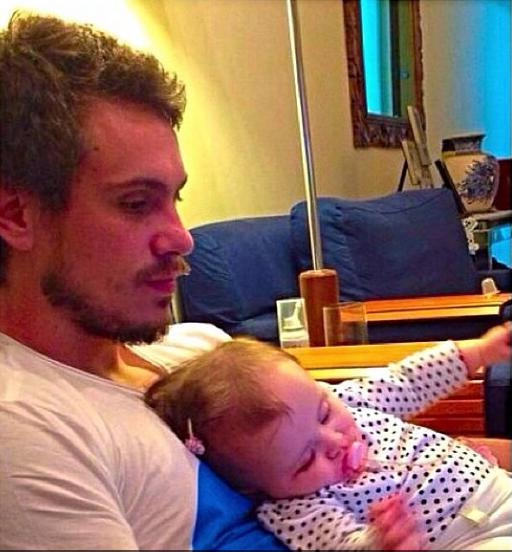 Raphael Sumar e a sobrinha (Foto: Reprodução/Instagram)