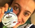 Lágrimas, carinho e otimismo: Larissa Oliveira inicia luta por volta às piscinas