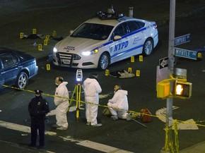 Dois policiais foram baleados e mortos no bairro do Brooklyn, em Nova Iorque (EUA) (Foto: John Minchilo/AP Photo)