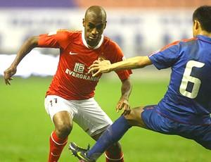 Muriqui na partida do Guangzhou Evergrande contra o Shenhua FC (Foto: Divulgação / Site Oficial)