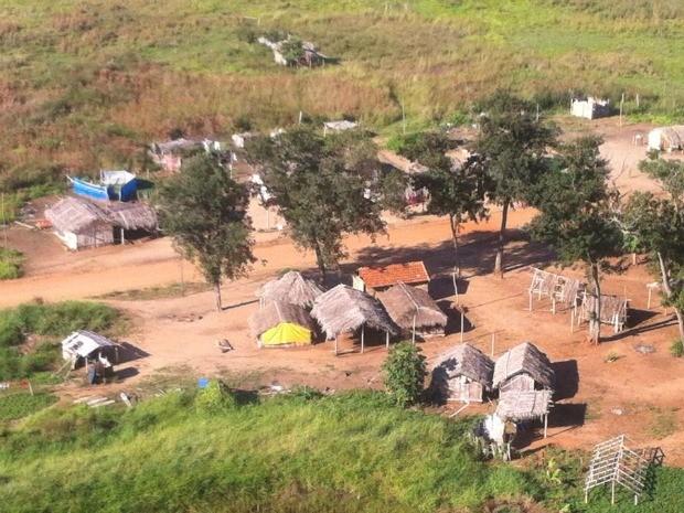 Imagens aéreas mostram que área ocupada em MS virou 'aldeia' (Foto: Alysson Maruyama/TV Morena)