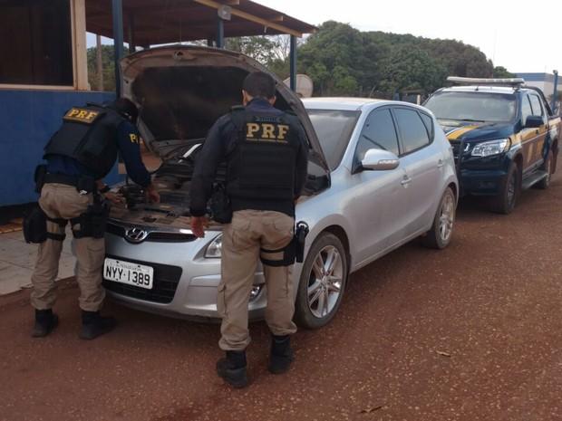 Resultado de imagem para Um carro que foi roubado no estado da Bahia foi recuperado pela Polícia Rodoviária Federal (PRF) na tarde desta sexta-feira (30), no município de Dom Eliseu, no sudeste do Pará.  O condutor do veículo foi preso e levado para a delegacia da cidade.